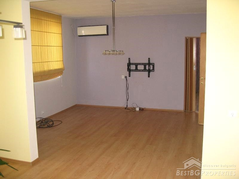 Apartment with garage for sale in ruse for Garage with apartment for sale