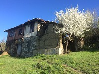 Old house for sale in the mountains near Sandanski