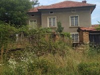 Rural house with a large yard for sale near Gabrovo