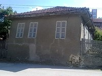 Two houses for sale on a shared plot of land in Oryahovo