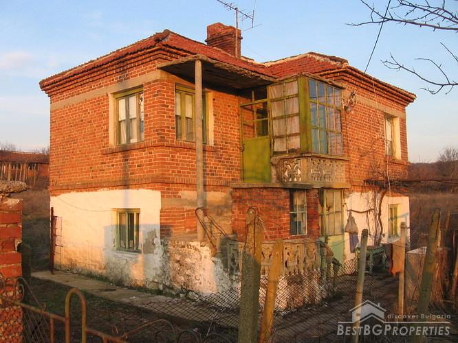Due casa di piano con sei stanze for Casa di sei stanze